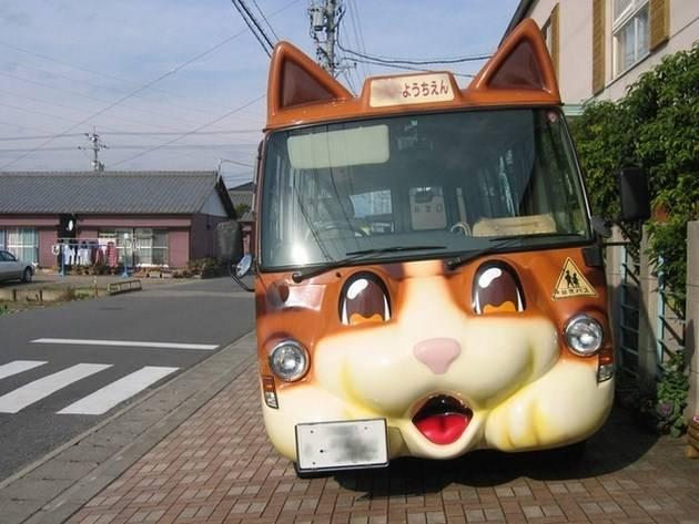 """Σχολικά λεωφορεία """"καρτούν"""" στην Ιαπωνία"""